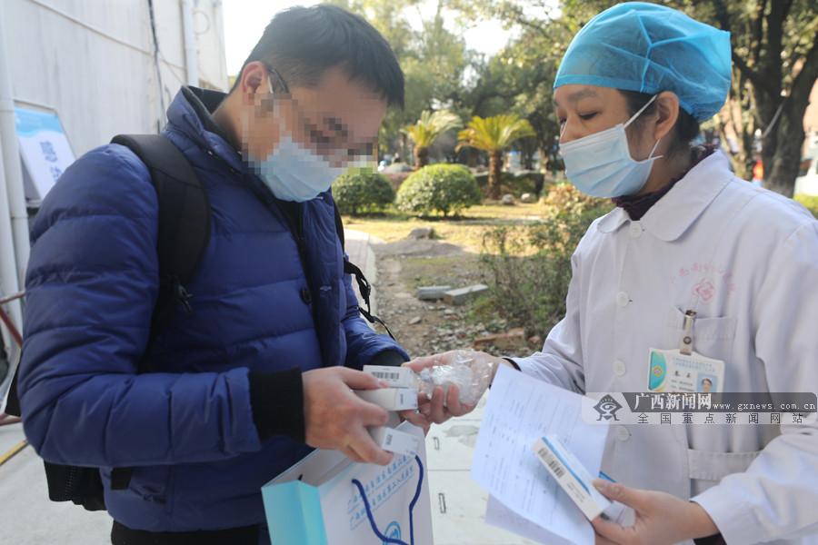 又有3名新冠肺炎病人从自治区南溪山医院康复出院