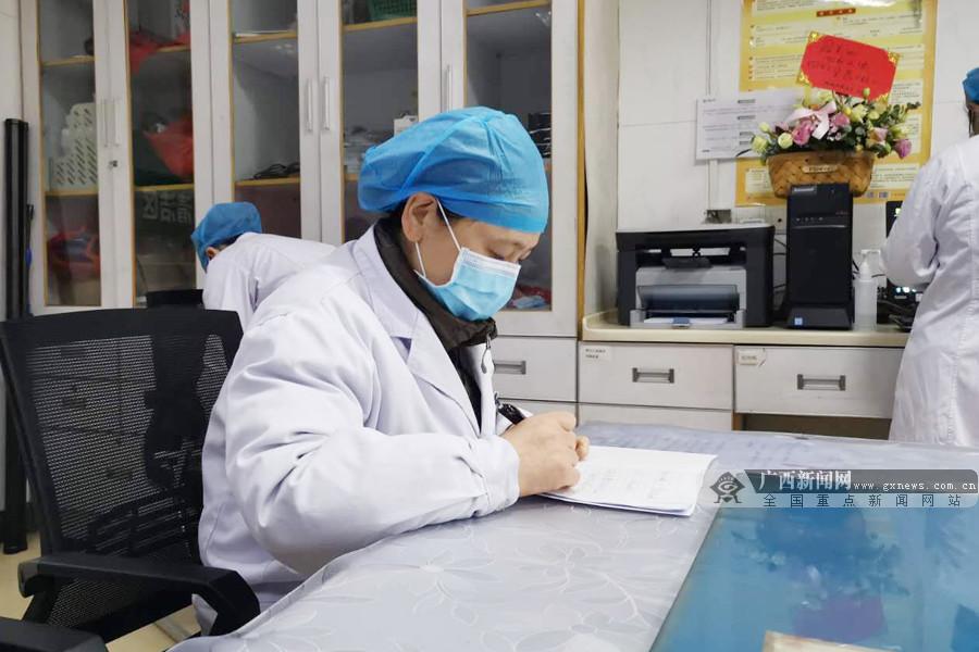 """南溪山医院感染科医师汤桂芳:甘当绿叶的""""老专家"""""""
