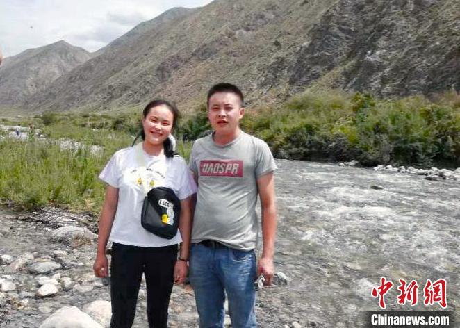 新疆男护士驰援武汉 妹妹:高考后也要学医!