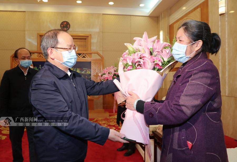 鹿心社陈武视频慰问众发国际娱乐网支援湖北省武汉市医务人员代表
