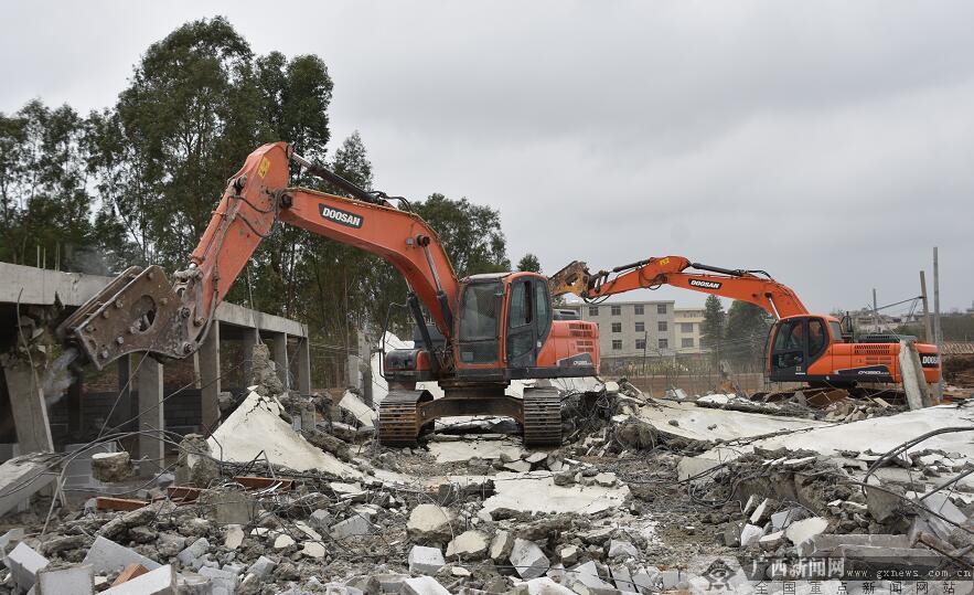 北海银海区两天拆除违法建筑7000多平米