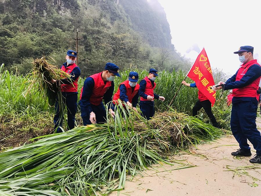 马山县新时代文明实践扶贫济困志愿服务助力龙开村