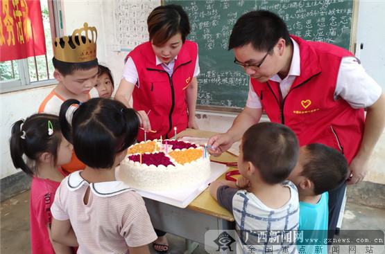 农行防城港分行开展慰问儿童志愿服务活动