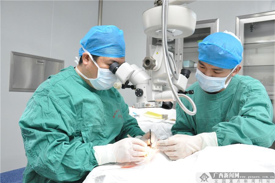 柳州市红十字会医院眼科专家为眼疾患者排忧解难