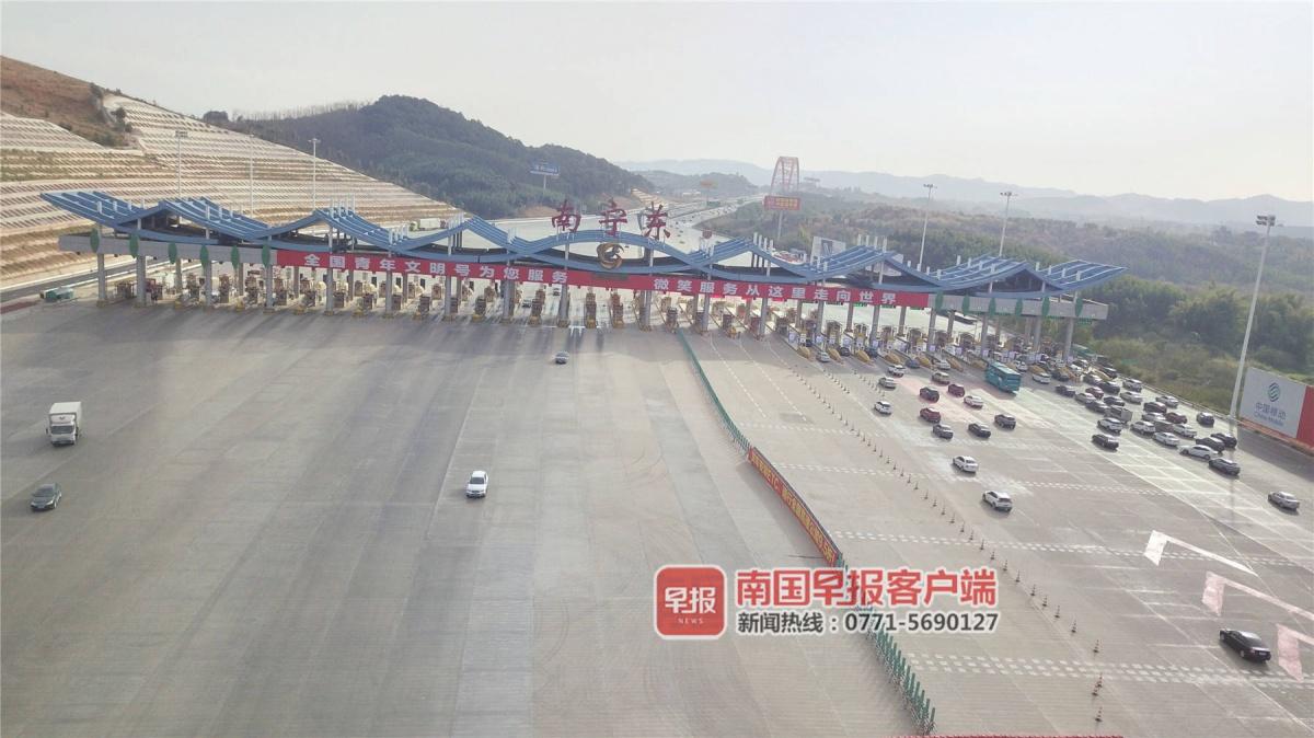 元旦假期首日广西铁路发送旅客38万人次(图)