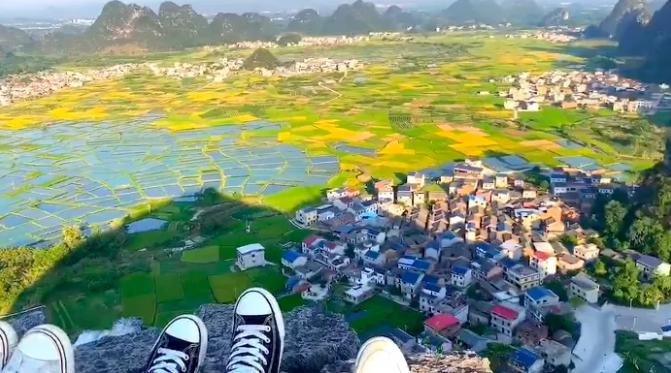 桂林会仙玻璃田景区清洁工将垃圾扔山下?官方回应