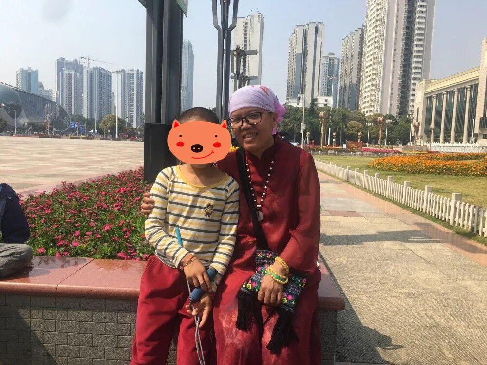 幼儿园小学都不上,南宁一母亲独自带娃在家自学,9岁就会两门外语!专家表示…