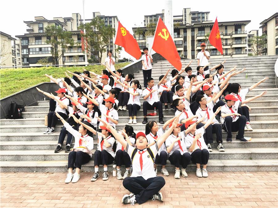 仙葫学校组织党员、团员、队员开展沉浸式红色主题教育