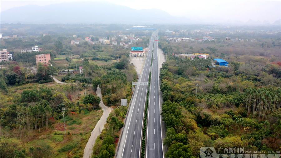 广西路建集团复拌就地热再生技术助力S2201灵川至三塘高速项目大