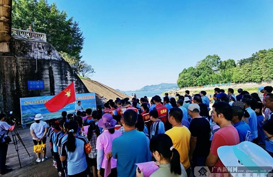 南宁:促生态修复 45万尾鱼种投放大王滩水库