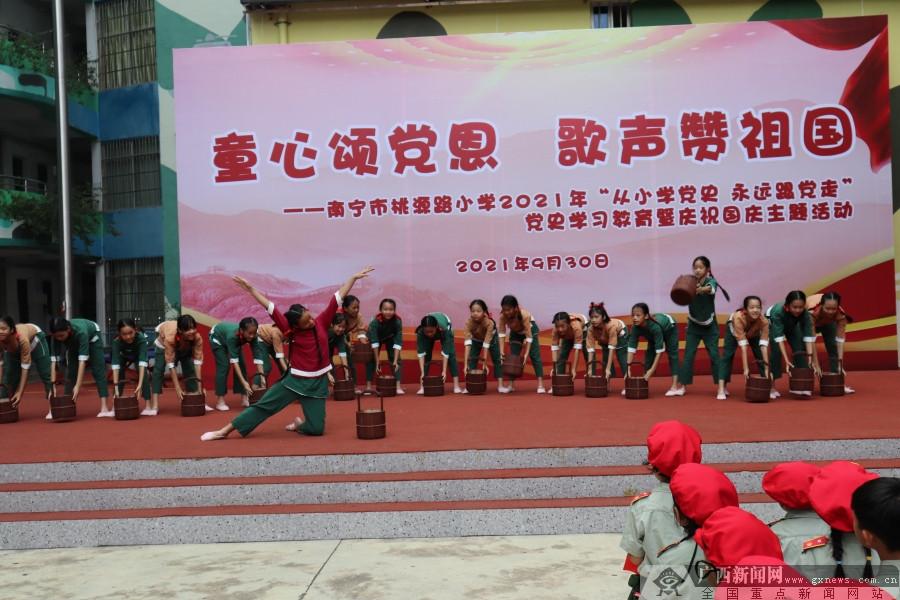 童心颂党恩歌声赞祖国 桃源路小学师生喜迎国庆