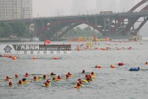 百里柳江激情畅游 近3000名游泳爱好者畅游柳江