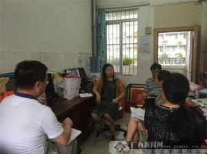 青秀区教育局党委书记孔雁等到校指导老师们上课