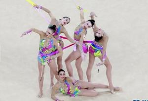 高清:艺术体操集体全能赛 各国选手美丽造型争艳