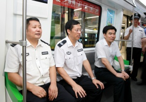 胡焯到南宁市公安局检查指导基层信息化应用和地铁安保工作
