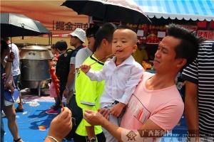 柳州国际狂欢节之螺蛳粉美食节 撩动游客味蕾