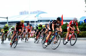 2016中国公路自行车巡回赛钦州站开赛