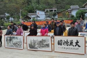 上林县文化下乡接地气 百幅书画送农家
