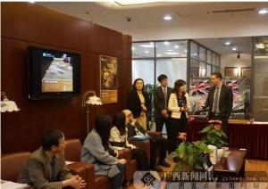 """中信银行与英国驻华大使馆举办""""如意签""""体验活动"""