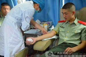 东兴产妇大出血 边防官兵献血救急