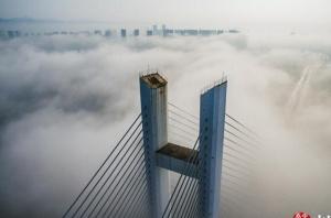 高清:天晴雾来到 广西百色仙气缭绕