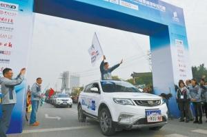 2017中国—东盟国际汽车拉力赛在北海发车