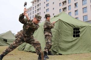 武警官兵开展搭建帐篷训练 提升应急保障能力(图)