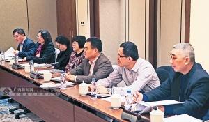 政协委员们展开热烈讨论