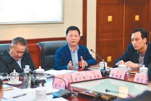 北海市代表团代表张发林在审议中发言