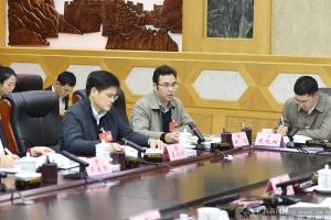 钟磊代表就加强边疆建设提出建议