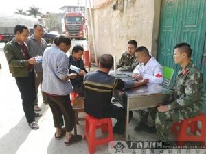 广西龙州县叫堪边检站官兵开展免费医疗活动