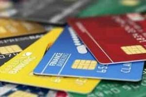 """给信用卡装上""""天眼""""全国首张带电子窗口信用卡面世"""