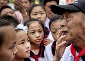 """""""希望老人""""的第100次老区助学之旅"""