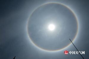 广西忻城上空出现日晕奇观