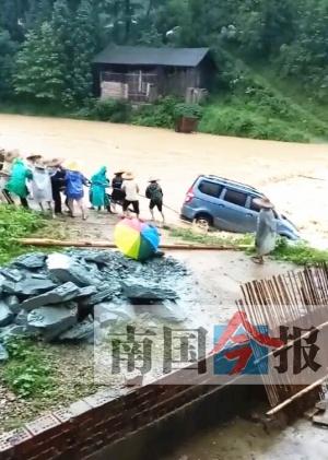 柳州北部三县遭暴雨、大暴雨袭击 部分道路塌方