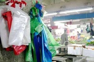 限塑令落地十年,塑料袋和纸袋谁更环保?