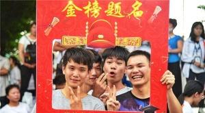"""柳州一中学举行""""快乐迎考""""高考减压活动"""
