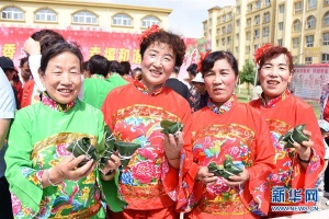 宁夏沙坡头区:粽叶飘香过端午