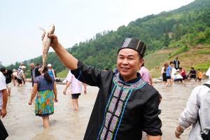 """高清:龙胜苗族同胞欢庆""""落蔸日"""" 展示农耕文化"""