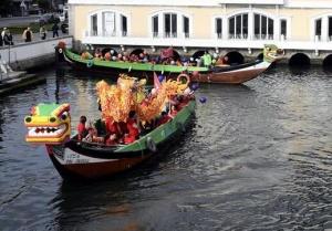 葡萄牙阿威罗举办端午龙舟巡游活动