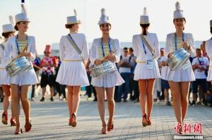世界杯:俄罗斯美女鼓乐队抢眼