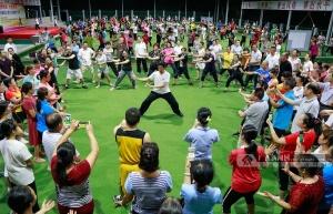 广西柳城:三百职工学习太极 弘扬优秀传统文化