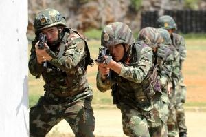 【高清组图】广西:武警侦察兵高层建筑侦察炼硬功