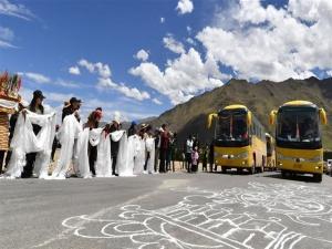 跨越千里的远行——西藏首批高海拔地区群众生态搬迁实录