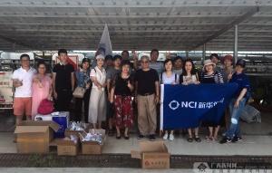 新华保险广西分公司志愿者端午节慰问环卫工人