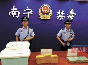 南宁警方举办禁毒宣传活动 邀群众参观禁毒历史展