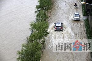 柳州柳江河水位上涨 滨江西路延长线被洪水淹没