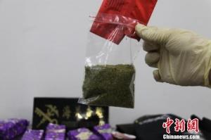 南宁海关根据国际邮包线索破获两宗毒品走私案