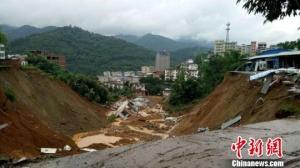 广西田林遭暴雨袭击20栋房屋倒塌或被掩埋 无伤亡