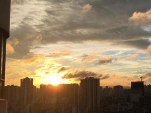 高清组图:雨后南宁阳光重现 云彩炫丽迷人